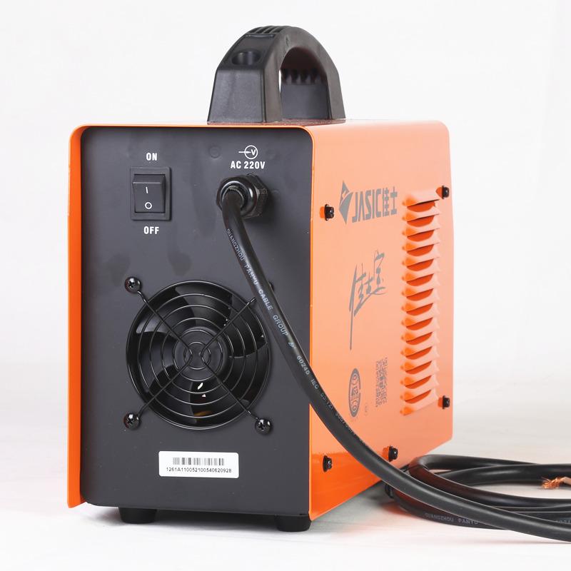 1.采用先进的IGBT逆变技术,逆变频率33KHz,体积小,重量轻。 2.整机效率高,节能效果显著。 3.领先的控制方式,先进的控制方案,显著提升了焊机的性能更大程度满足了焊接工艺要求。 4.可广泛应用于各类酸、碱性焊条的焊接。 5.具有引弧容易、飞溅小、电弧稳定、成型好等特点。 6.